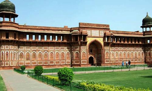 Adore the Beauty of Taj Mahal